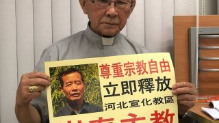 Cardinal Zen with a photo of Bishop Cui Tai