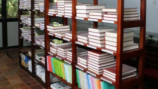 Tre librai arrestati per aver venduto libri buddhisti