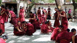 Una pagliacciata per deportare un monaco tibetano