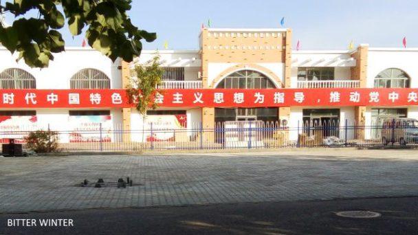 La Cina obbliga gli uiguri a lavorare nella fabbrica di
