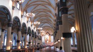 L'interno della Cattedrale di san Domenico a Fuzhou (LuHungnguong - CC BY-SA 3.0)