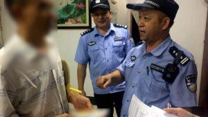 La polizia ha registrato le informazioni di identità