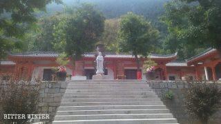 La sala principale del tempio Fangshan prima della demolizione