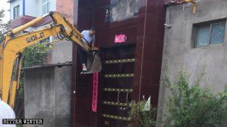 Nell'Henan i simboli religiosi vengono rimossi dalle case