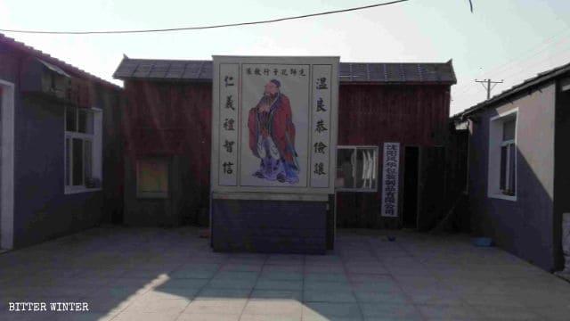 Statua buddhista sostituita con un'immagine di Confucio