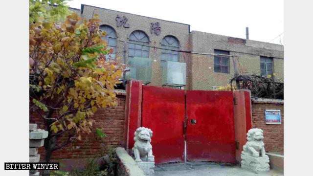 i simboli religiosi sono stati rimossi dal tempio buddhista di Xile