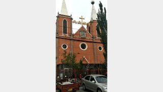 L'esterno della chiesa di Machi