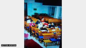 In una chiesa delle Tre Autonomie della città di Tieling il numero dei fedeli si sta riducendo