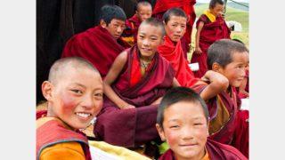 I monaci tibetani non devono insegnare ai bambini