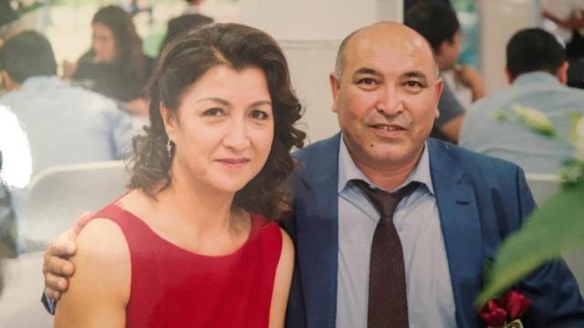 Gulbahar e suo marito Kerim a Parigi poco prima della partenza per lo Xinjiang nel 2016