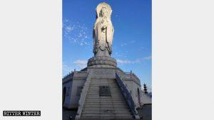 """L'aspetto originale della statua della """"Guanyin a tre facce"""""""