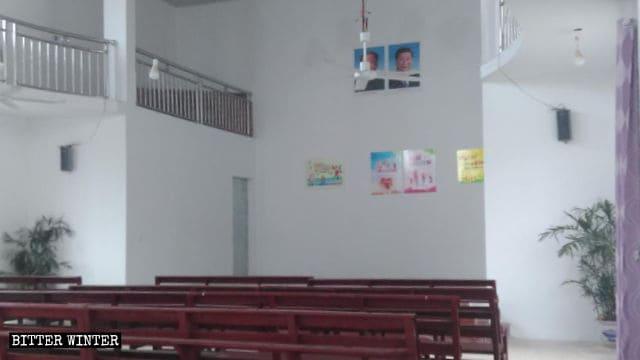 I ritratti di Mao Zedong e Xi Jinping sono stati collocati in una chiesa delle Tre Autonomie