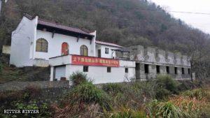 Il tempio Guanyin è stato dipinto di bianco