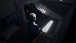 Un vecchio cristiano che rimane indietro nel villaggio