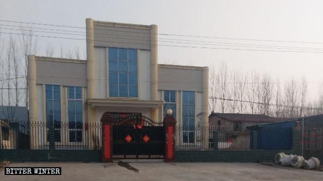 La chiesa delle Tre Autonomie nel villaggio di Fuchang nell'area urbana di Luoyang, nella provincia centrale dell'Henan, dopo essere stata trasformata