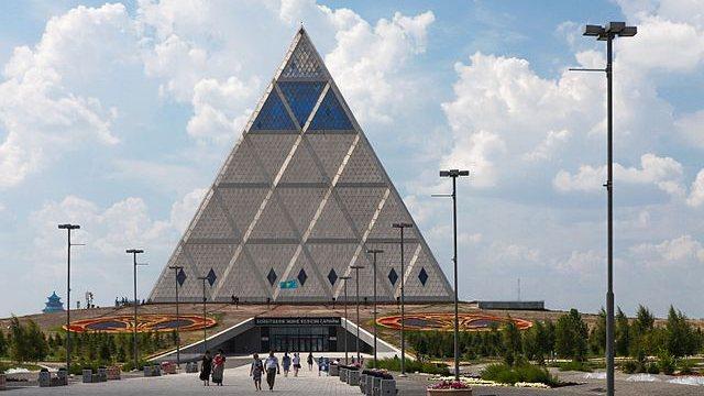 La Piramide della Pace, kazakistan