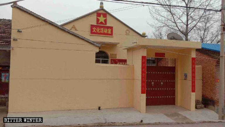 """La chiesa cattolica nel borgo di Gujun è stata ridecorata per essere adibita a """"Centro attività culturali"""""""
