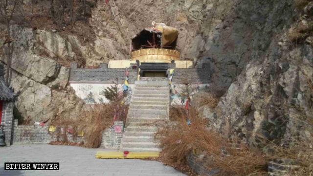 La statua della Guanyin nel tempio Guanyin'gou è stata distrutta