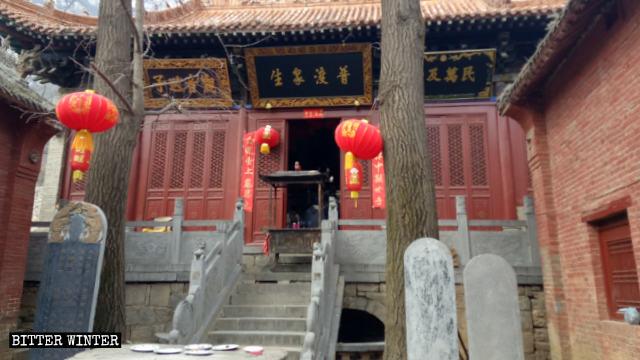 Una delle sale del tempio Lianhua, prima della chiusura
