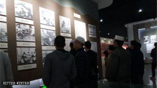 Musulmani di etnia hui alla mostra commemorativa sulla rivoluzione