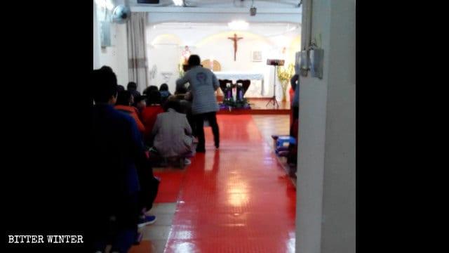 La sala per le riunioni Shijijiayuan prima della chiusura