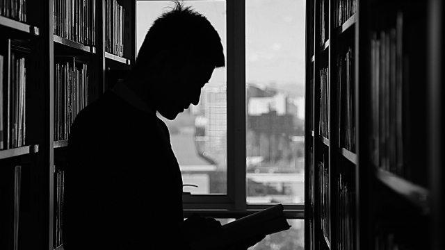 Sottoposti a indagini gli studenti che leggono libri religiosi