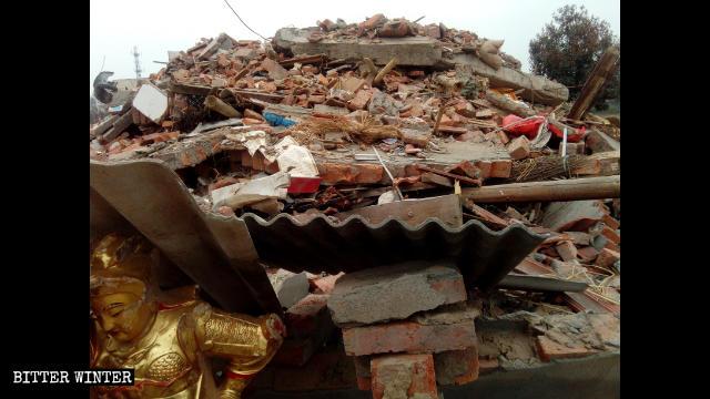 Il tempio Hongshan ridotto in rovina