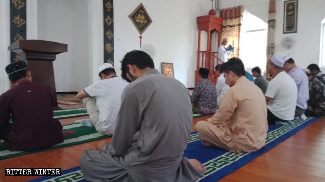 Interno di una moschea nella provincia dell'Hubei