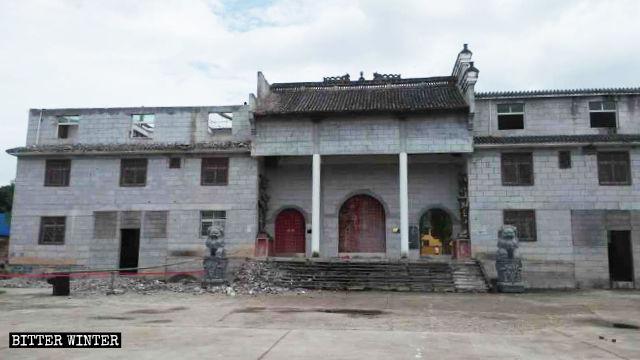 Dopo i restauri, il tempio di Shushan non sembra più un luogo di culto