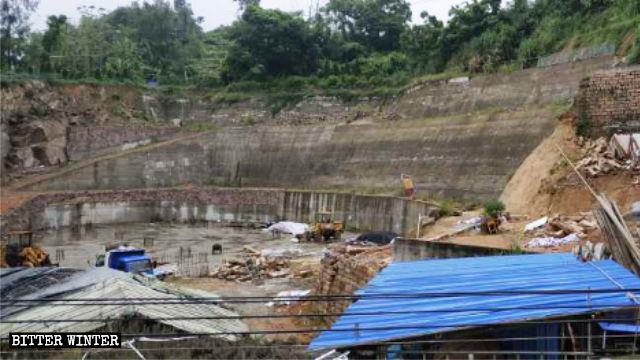 Quando l'amministrazione ha ostacolato la costruzione delle fondamenta della nuova chiesa i lavori sono stati interrotti