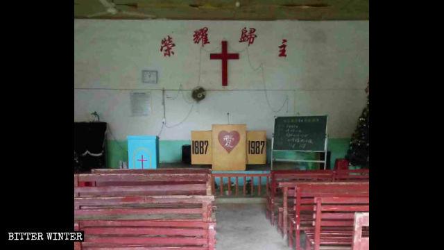 L'interno della chiesa delle Tre Autonomie nella città di Zhangping che ha inutilmente chiesto un permesso di ricostruzione