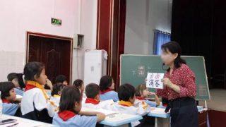 Gli insegnanti han nello Xinjiang: salvate i bambini uiguri!