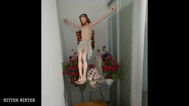 Il crocifisso è stato spostato dalla sala principale a una stanza piccola
