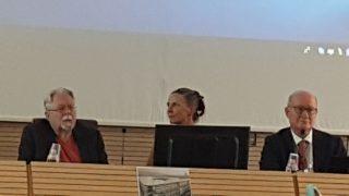 Il prof. J. Gordon Melton (a sinistra), la prof.ssa Holly Folk e il Prof. Massimo Introvigne discutono della persecuzione religiosa in Cina al convegno del CESNUR
