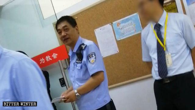 La polizia ha tenuto sotto controllo e ha molestato la Enfu Reformed Gospel Church della città di Chengdu
