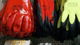 Arrestato per avere spedito guanti e citofoni a Hong Kong