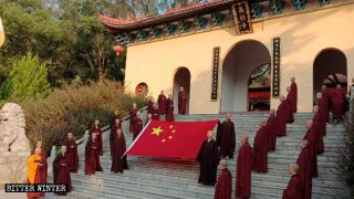 Buddhisti costretti a celebrare la Festa nazionale
