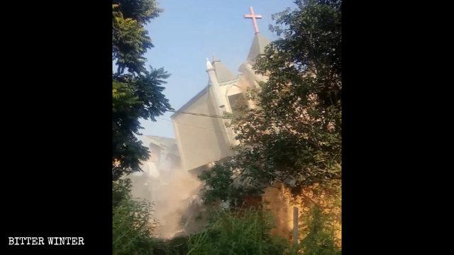 Sempre il 10 settembre è stata demolita la seconda chiesa delle Tre Autonomie del villaggio di Liangcuo