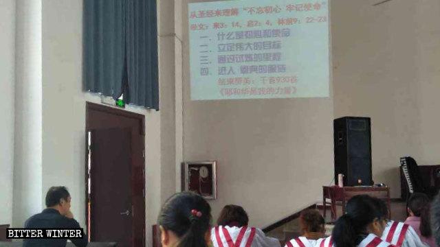 Diapositive usate per un sermone che interpreta l'appello di Xi Jinping a «tenere a mente la missione» basandosi su brani dalla Bibbia