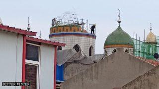 """Moschee e chiese rese irriconoscibili dalla """"sinizzazione"""""""