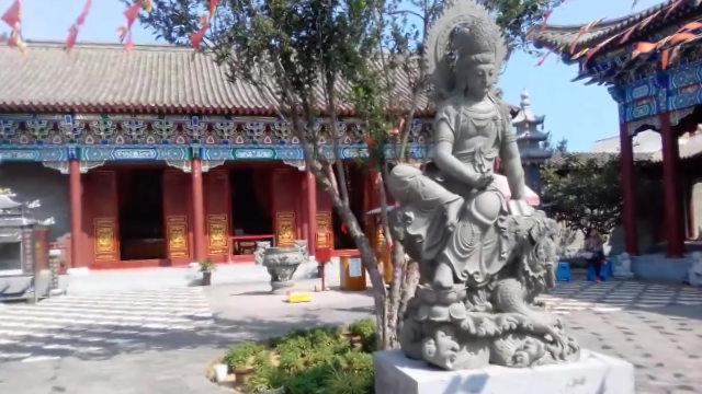 Una delle sale del tempio di Longfu, già completata, è stata demolita in agosto