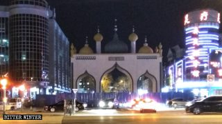 Architetture islamiche demolite, simboli rimossi dai negozi