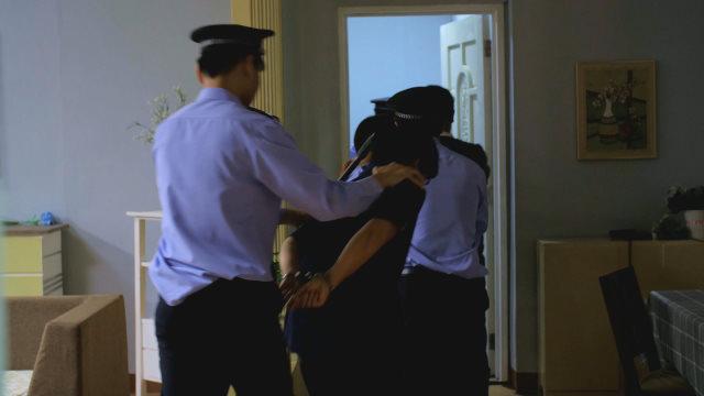 La polizia arresta alcuni fedeli
