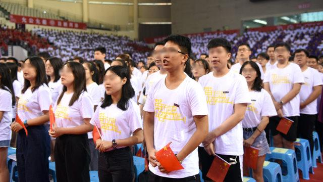 Studenti universitari giurano fedeltà
