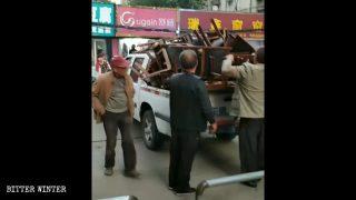 «Si comportavano come banditi»: così i fedeli ricordano un raid della polizia