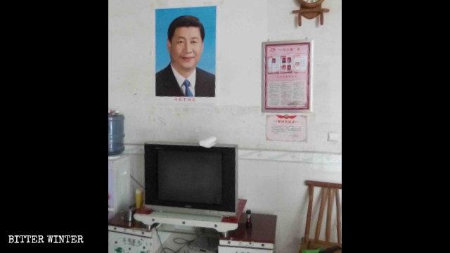 Una fedele che risiede nel distretto di Caochang è stata costretta a esporre un ritratto di Xi Jinping nella sua abitazione