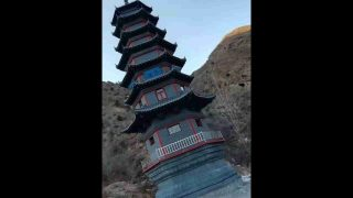 Demoliti pagode e templi buddhisti
