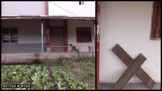 La porta del luogo di culto è stata bloccata e la croce rimossa