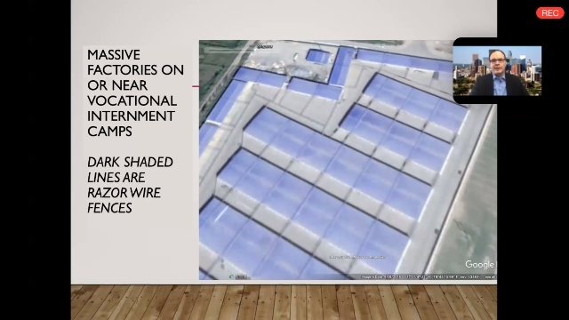 Zenz mostra le fabbriche in costruzione