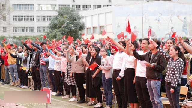 Insegnanti e studenti di Hotan